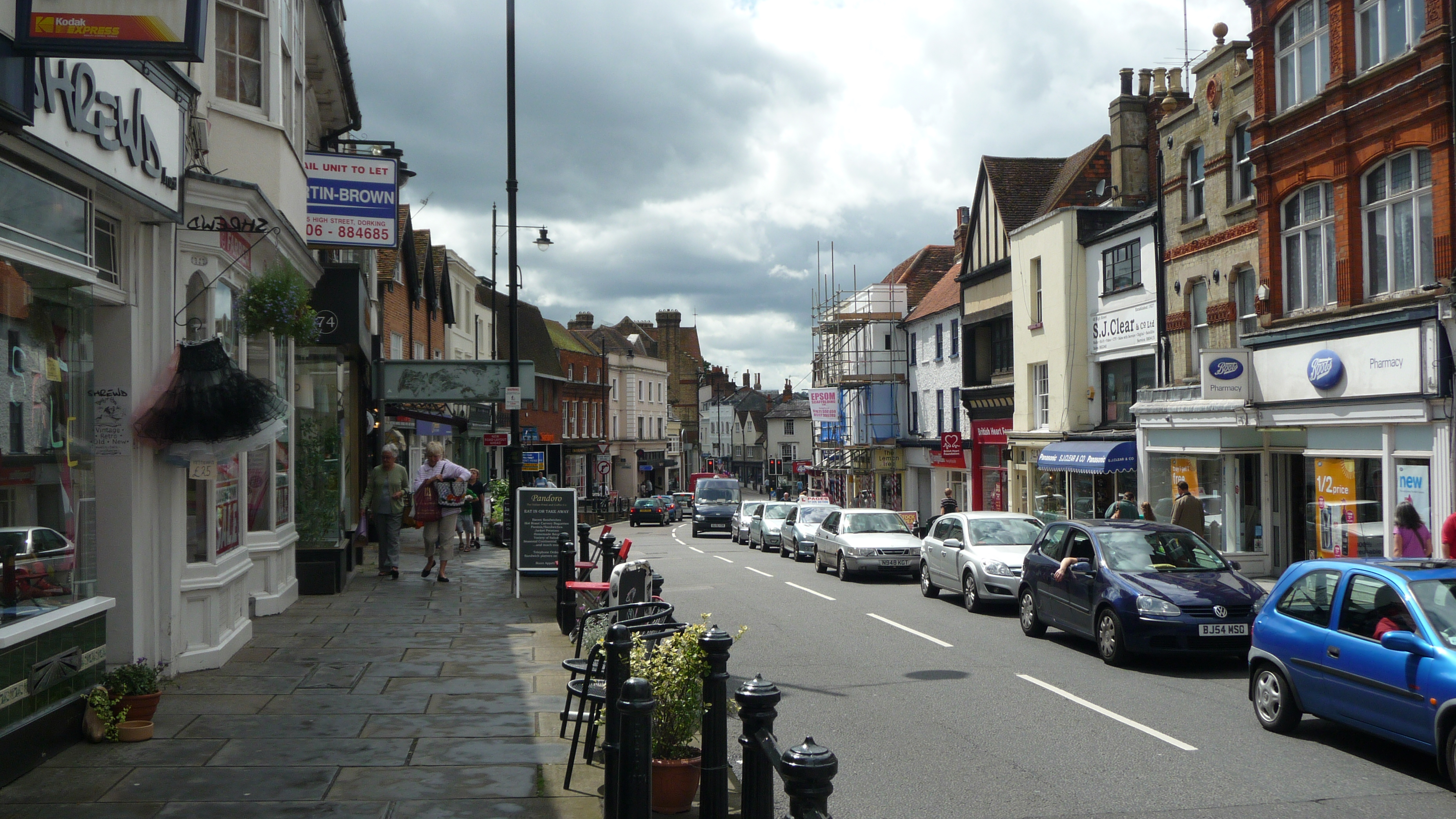 Dorking_High_Street_in_July_2009_3