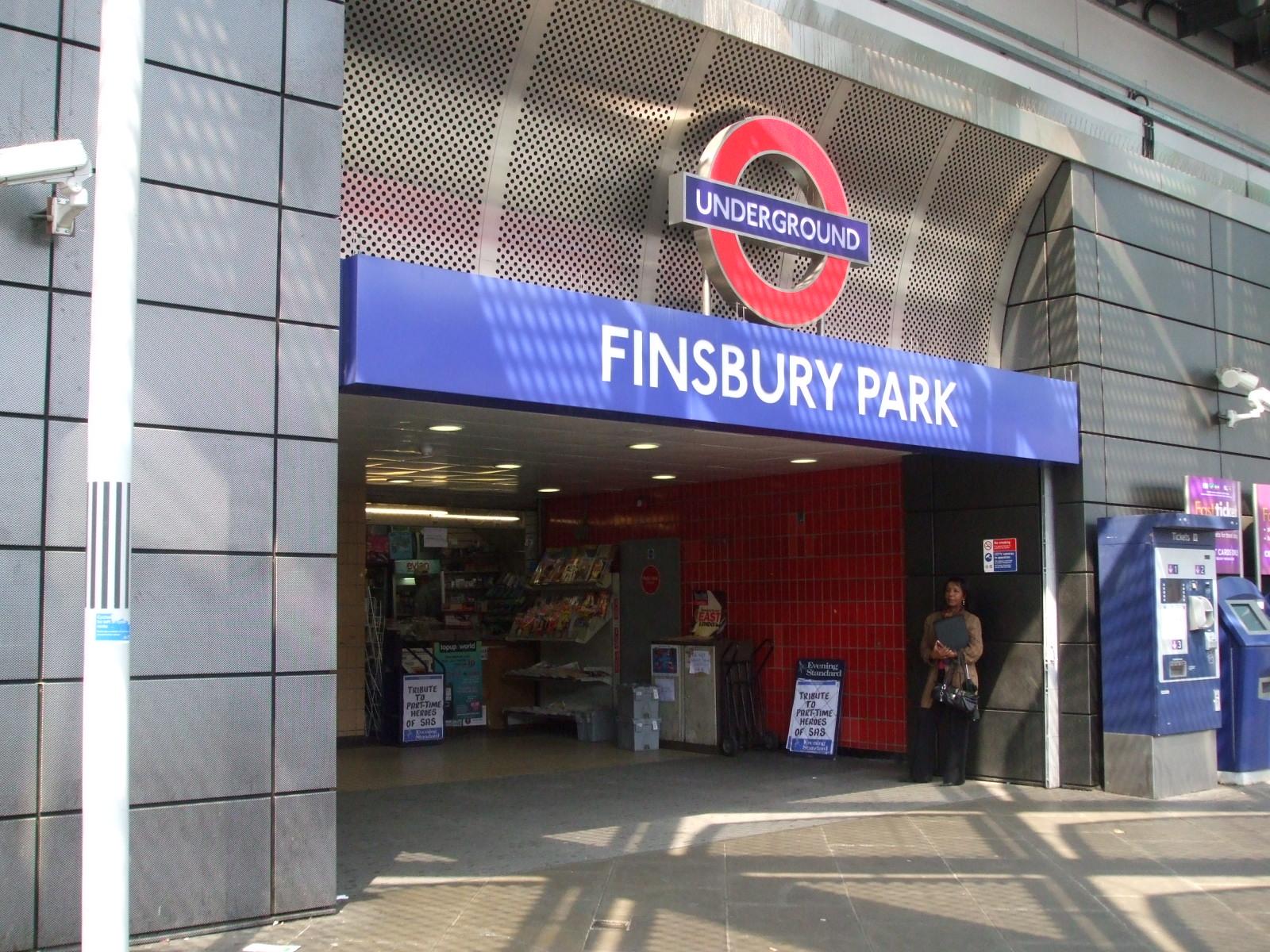 Finsbury_Park_tube_stn_entrance_Station_Place