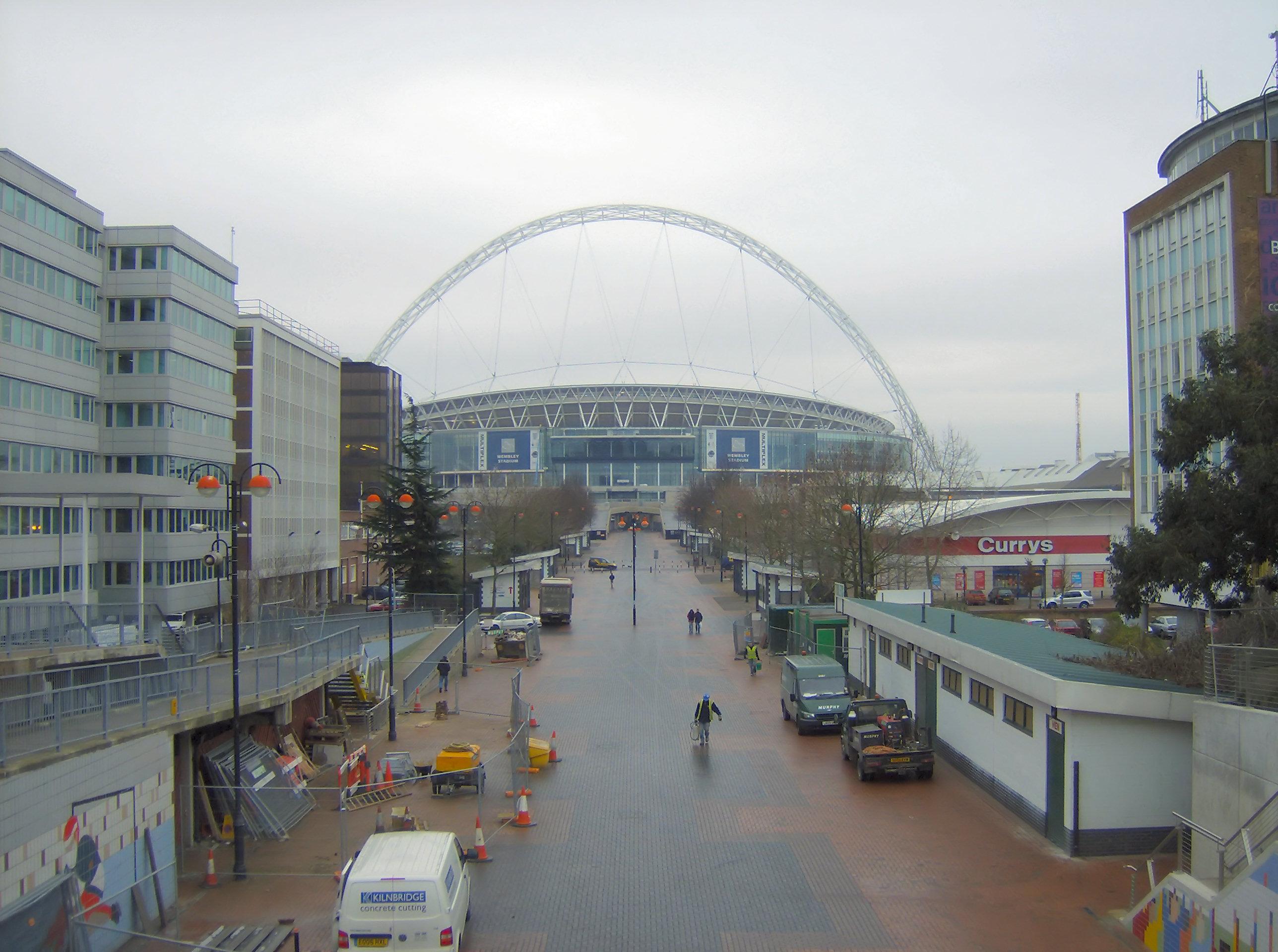 Wembley_Stadium_down_Wembley_Way